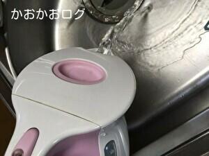 電気ケトルの中のクエン酸水を捨てる